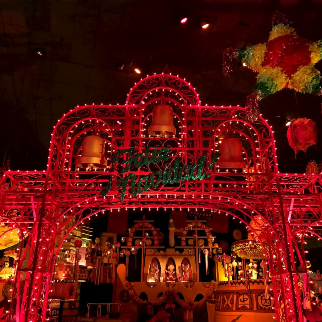 feliz-navidad-christmas-disneyland-it'ssmallworld