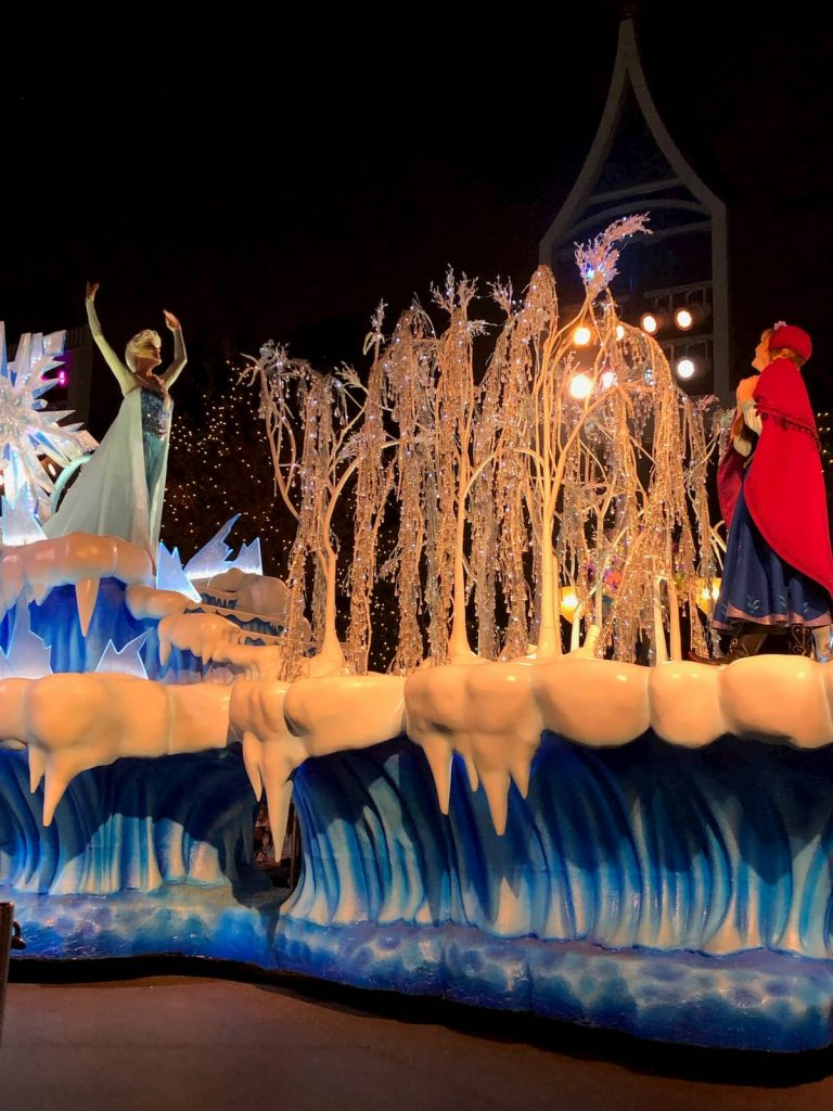 frozen-float-christmas-parade-disneyland