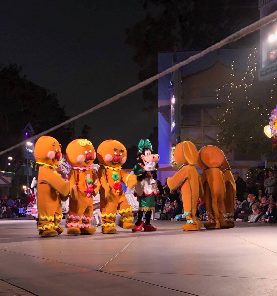 gingerbread-people-disneyland-christmas-parade-2019