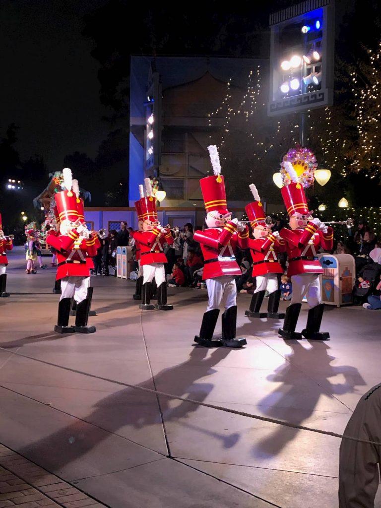 Disneyland-christmas-parade-soliders-2019