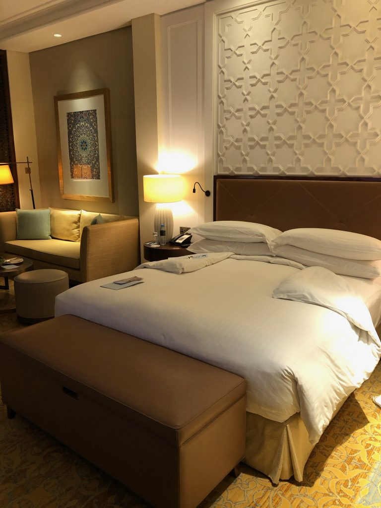 ritz-carton-dubai-room-bed-king-turndown