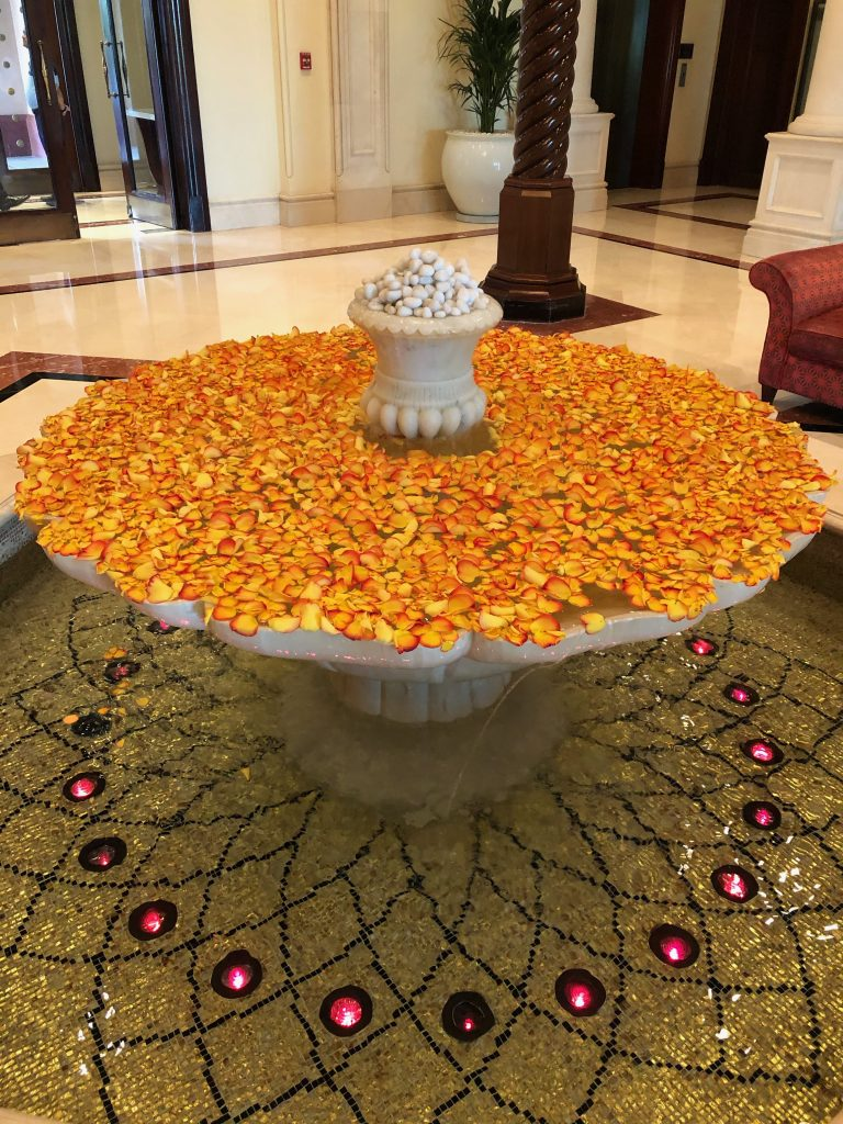 ritz-carton-dubai-lobby-fountain
