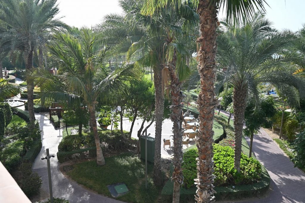 ritz-carton-dubai-view-balcony-club-lounge-property