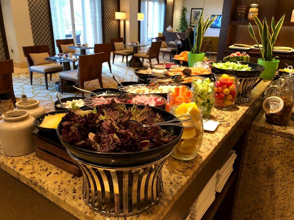 ritz-carlton-dubai-breakfast-club-lounge-veggies