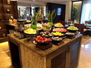 ritz-carton-dubai-breakfast-fruits-club-lounge