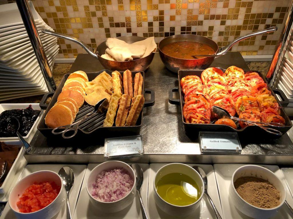 ritz-carlton-dubai-breakfast-pancakes-club-lounge