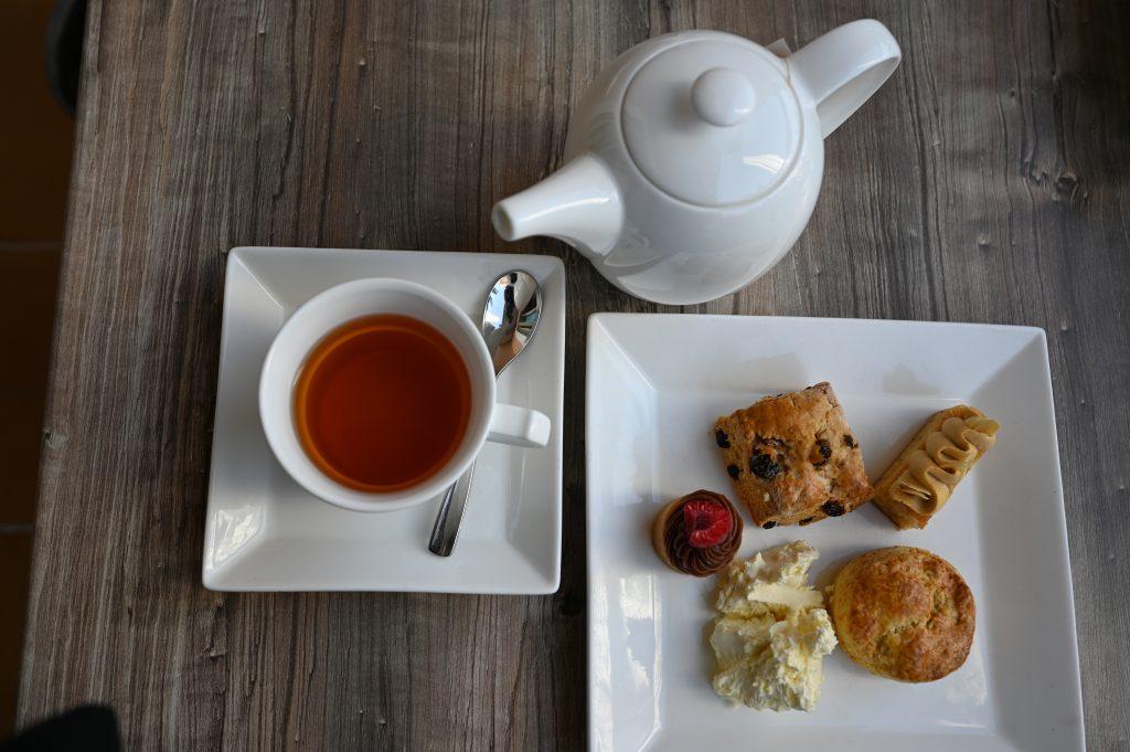 ritz-carton-dubai-tea-afternoon-club-lounge
