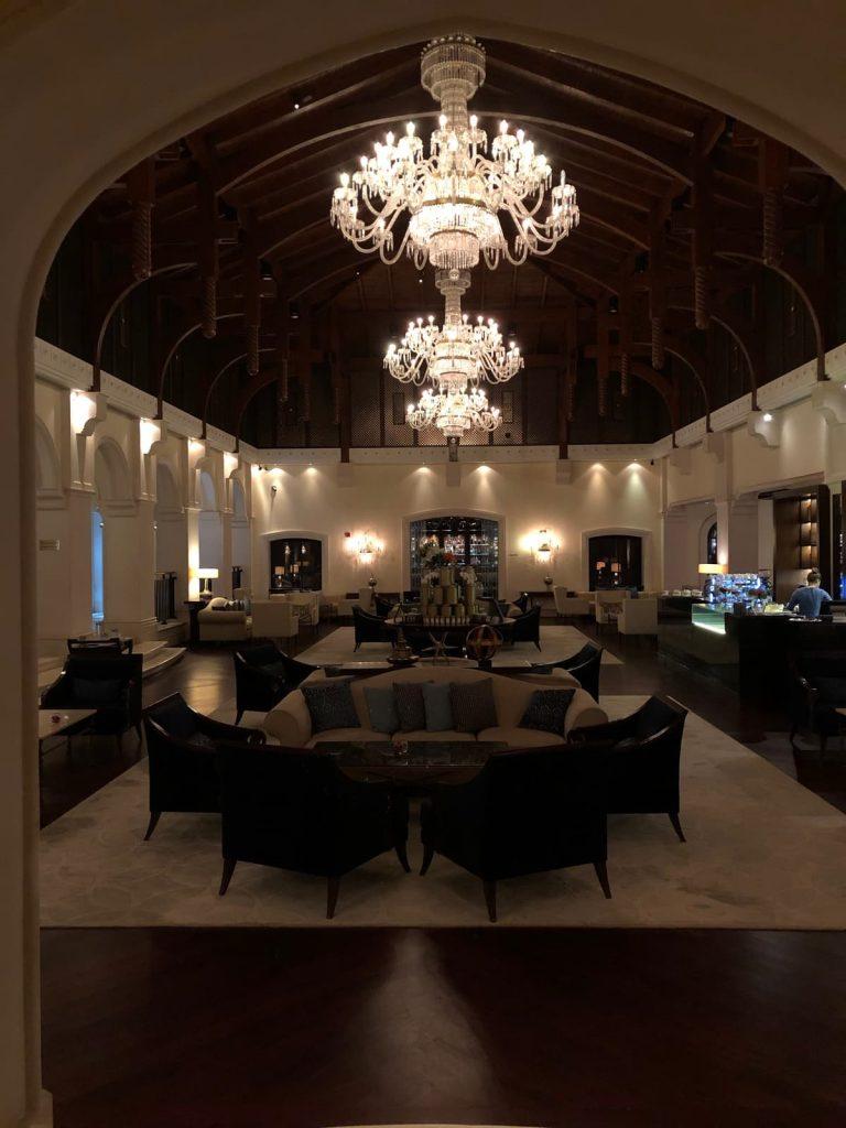 ritz-carton-dubai-lobby-lounge-chandeliers