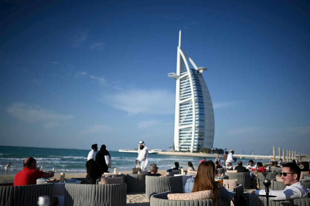 people-beach-shimmers-burj-al-arab