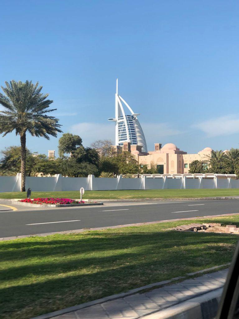 taxi-ride-jumeriah-shimmers-burj-al-arab