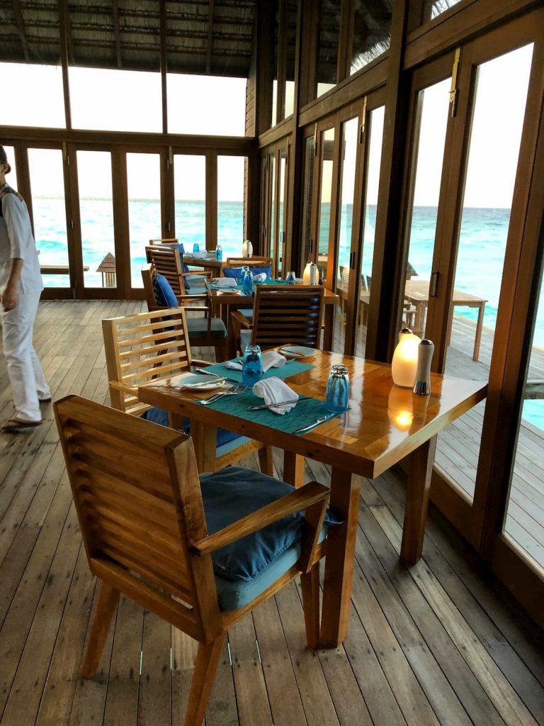 mandhoo-table-chairs-maldvies-conrad