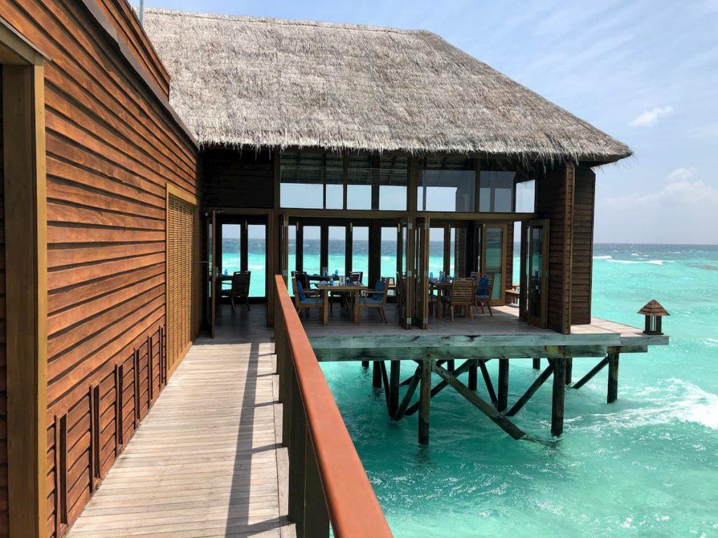 mandhoo-entrance-walkway-maldives-conrad