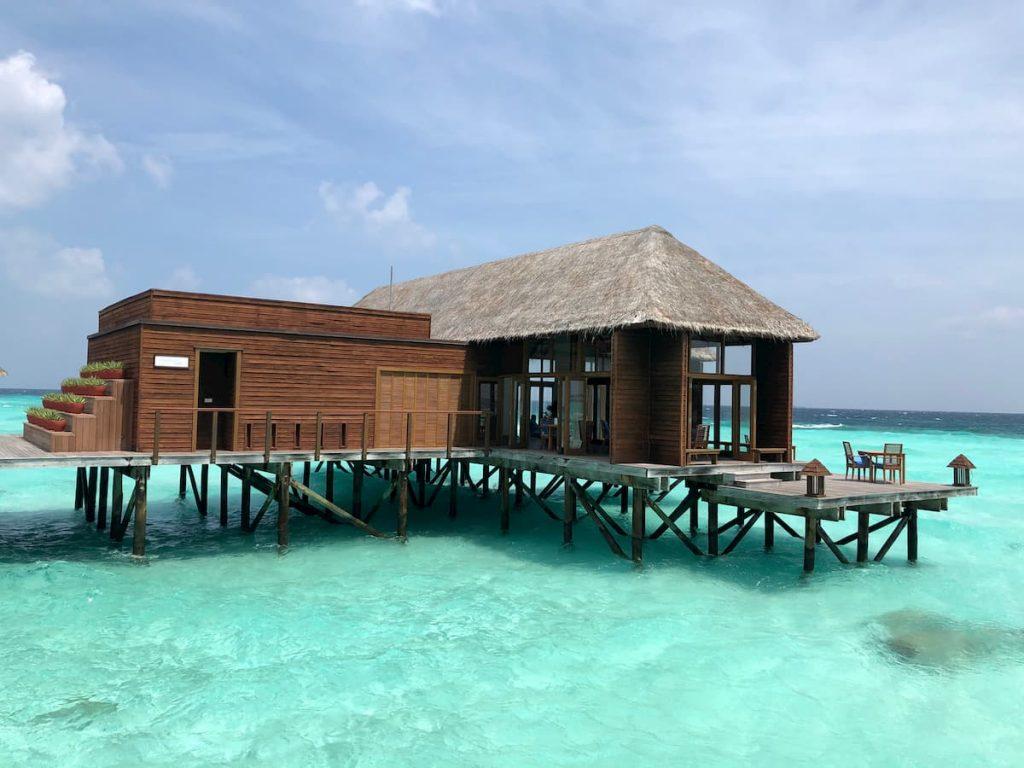mandhoo-front-view-ocean-maldives-conrad