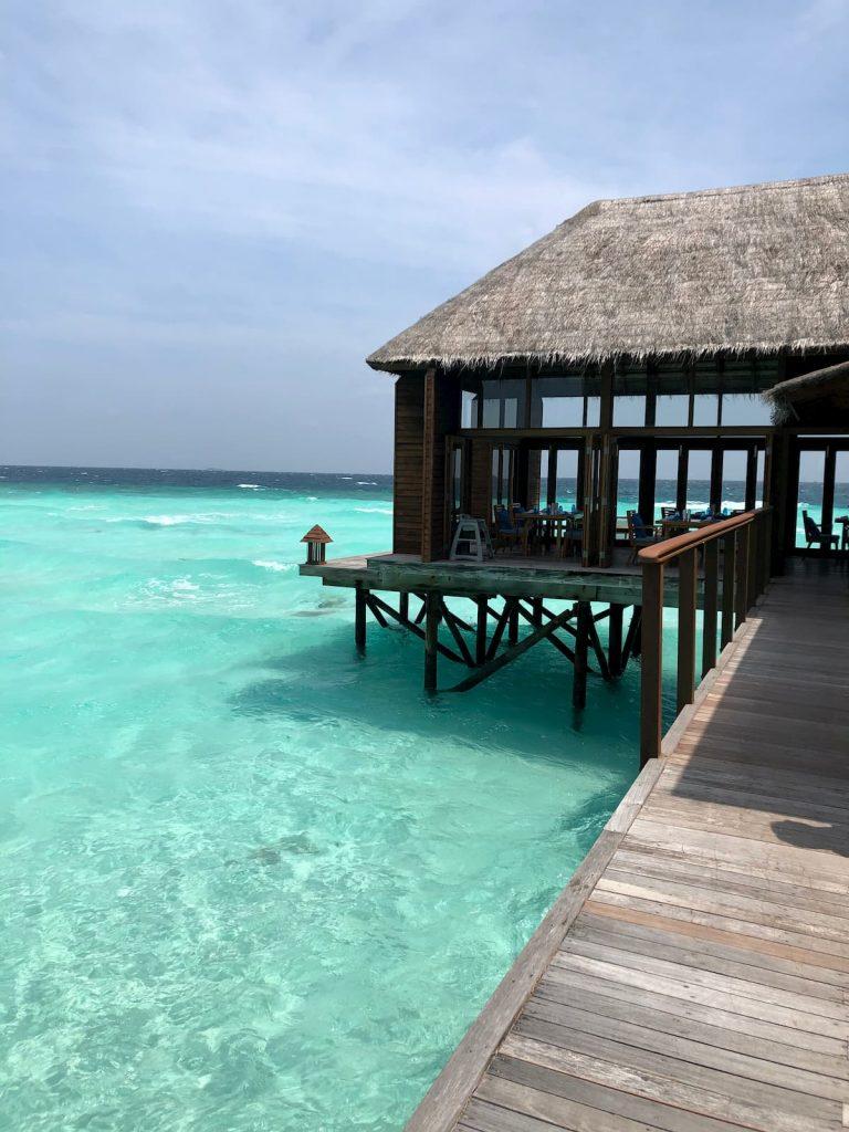 mandhoo-restuarant-side-view-maldives-conrad