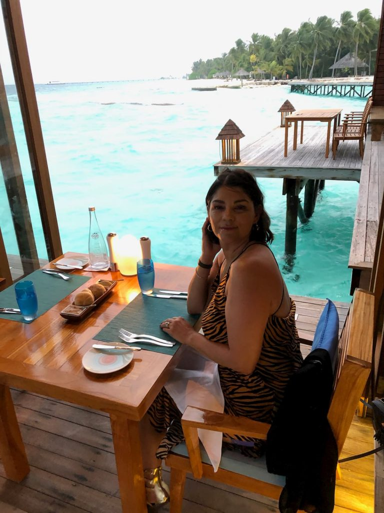 mandhoo-restaurant-seating-open-air-view-maldives-conrad
