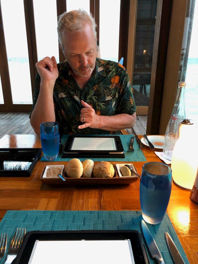 ordering-mandhoo-maldives-tablet-conrad