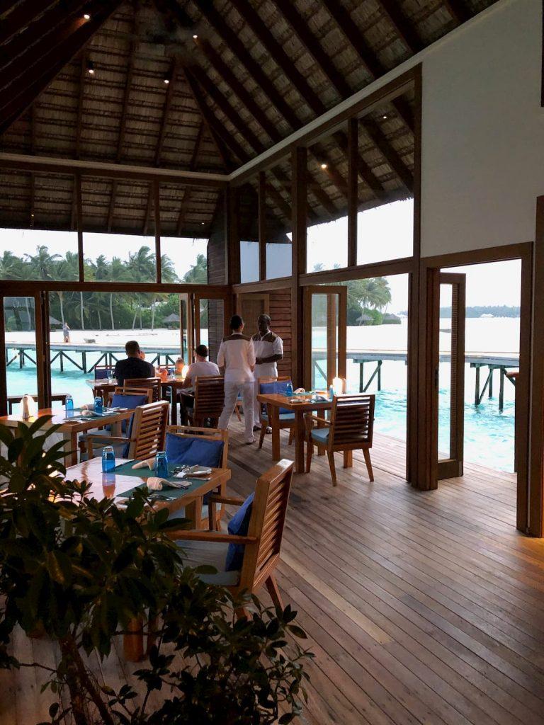 mandhoo-servers-maldives-conrad