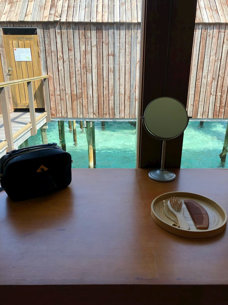 spa-maldives-changing-room-vanity