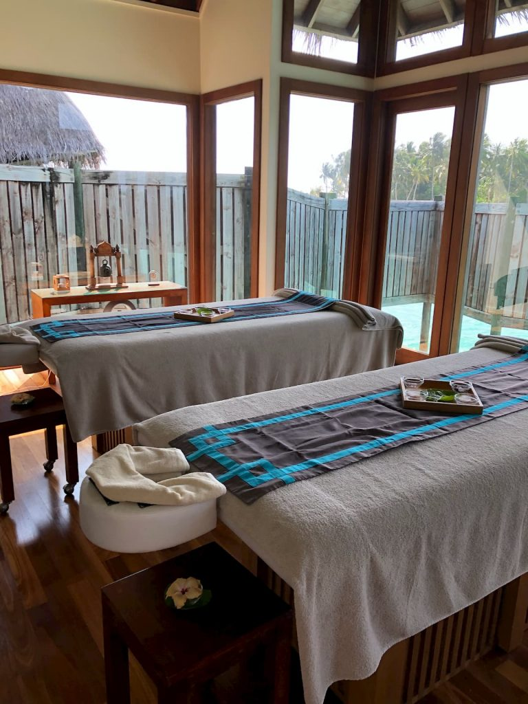 spa-maldives-massage-beds-rooms