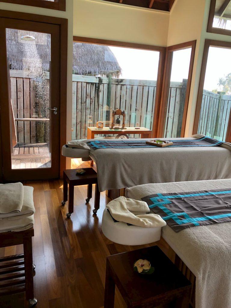 spa-maldives-outside-shower-massage-room-beds