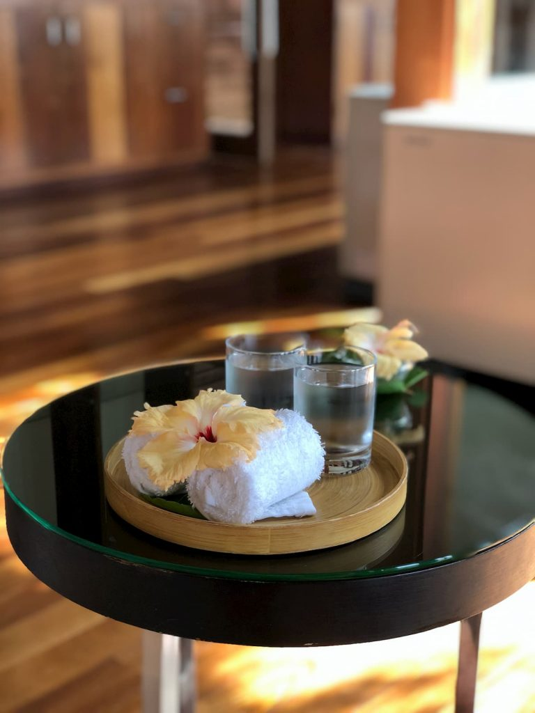 spa-maldives-glasses-water-flower-towels